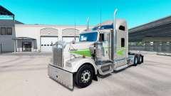 La piel Movin en el tractor camión Kenworth W900